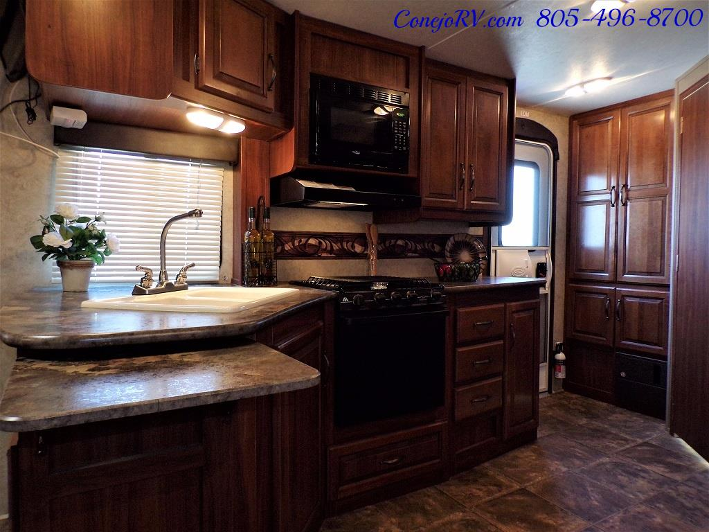 2014 Keystone Cougar 21RBS Slide Out Travel Trailer - Photo 12 - Thousand Oaks, CA 91360