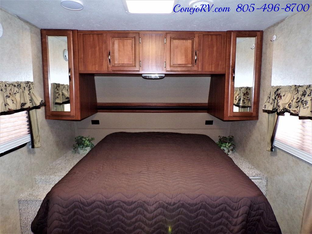 2014 Keystone Cougar 21RBS Slide Out Travel Trailer - Photo 17 - Thousand Oaks, CA 91360
