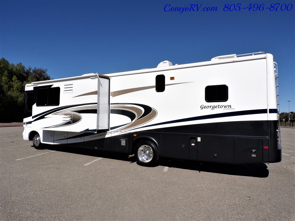 2008 Forest River Georgetown 373 Double Slides King Bed 8K Miles - Photo 2 - Thousand Oaks, CA 91360