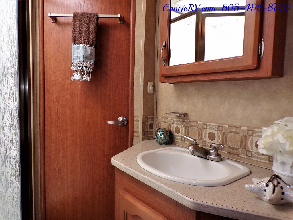 2008 Forest River Georgetown 373 Double Slides King Bed 8K Miles - Photo 18 - Thousand Oaks, CA 91360