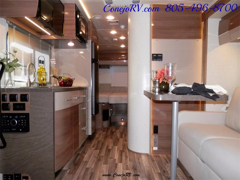 2017 Winnebago Itasca Navion 24V Slide-Out Full Body Paint Diesel - Photo 7 - Thousand Oaks, CA 91360
