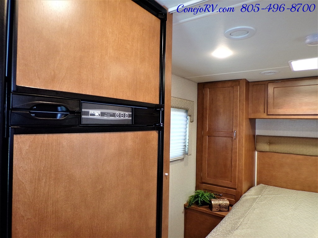 2017 Winnebago Minnie Winnie 27Q Ford E-450 Slide Out - Photo 12 - Thousand Oaks, CA 91360