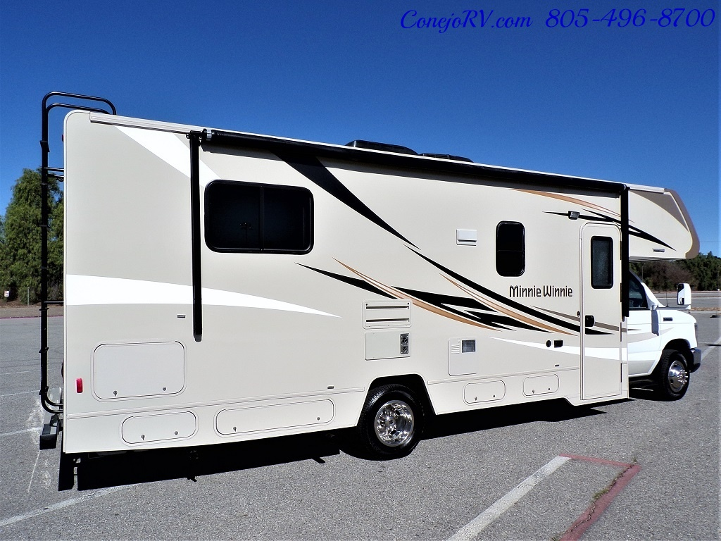 2017 Winnebago Minnie Winnie 27Q Ford E-450 Slide Out - Photo 4 - Thousand Oaks, CA 91360
