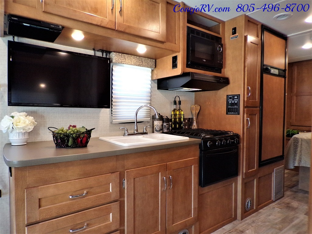 2017 Winnebago Minnie Winnie 27Q Ford E-450 Slide Out - Photo 11 - Thousand Oaks, CA 91360