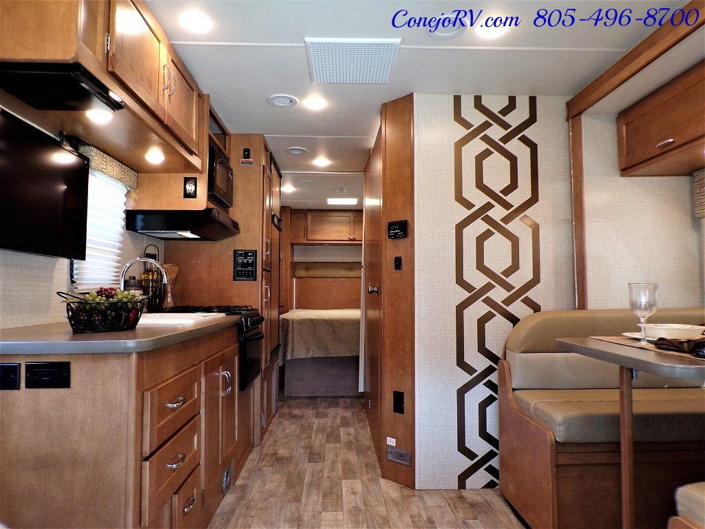 2017 Winnebago Minnie Winnie 27Q Ford E-450 Slide Out - Photo 5 - Thousand Oaks, CA 91360