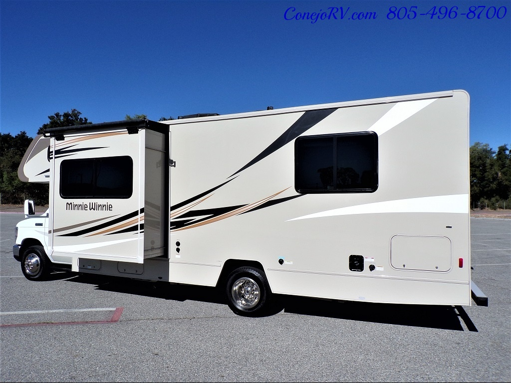 2017 Winnebago Minnie Winnie 27Q Ford E-450 Slide Out - Photo 2 - Thousand Oaks, CA 91360