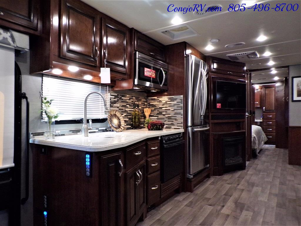 2018 Fleetwood Bounder LX 35K Bath and Half King Bed - Photo 9 - Thousand Oaks, CA 91360