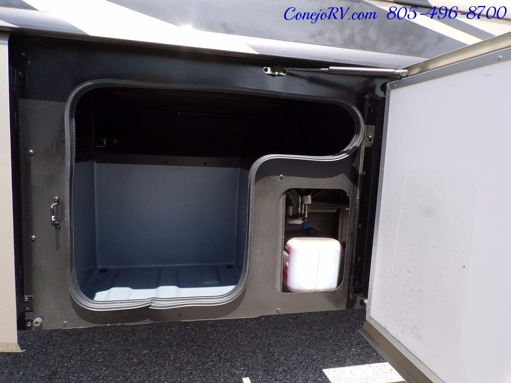 2018 Fleetwood Bounder LX 35K Bath and Half King Bed - Photo 39 - Thousand Oaks, CA 91360