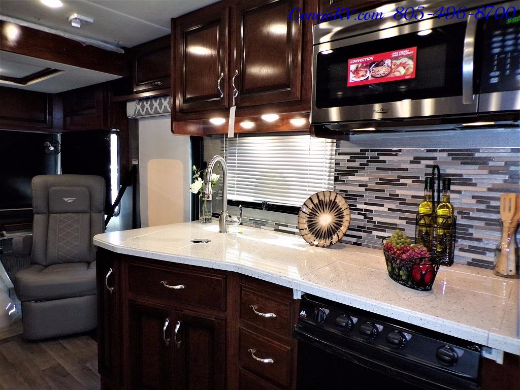 2018 Fleetwood Bounder LX 35K Bath and Half King Bed - Photo 18 - Thousand Oaks, CA 91360