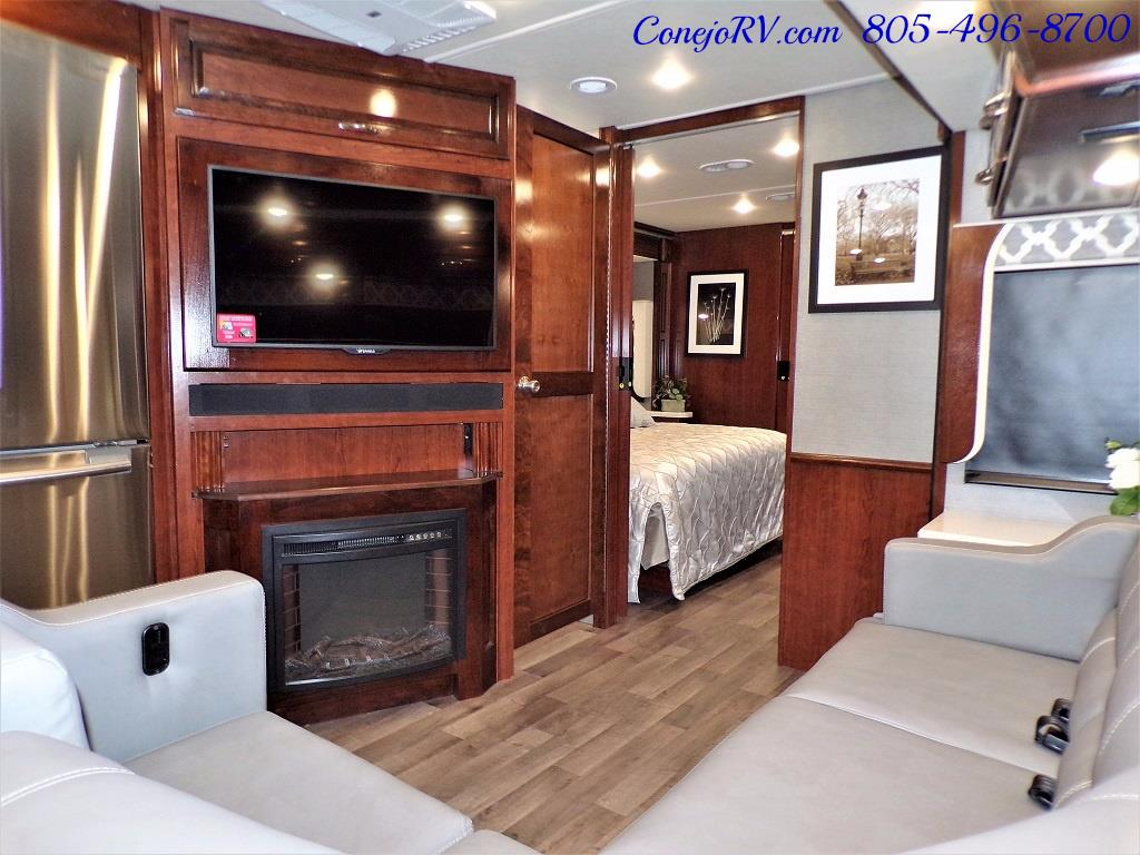 2018 Fleetwood Bounder LX 35K Bath and Half King Bed - Photo 15 - Thousand Oaks, CA 91360