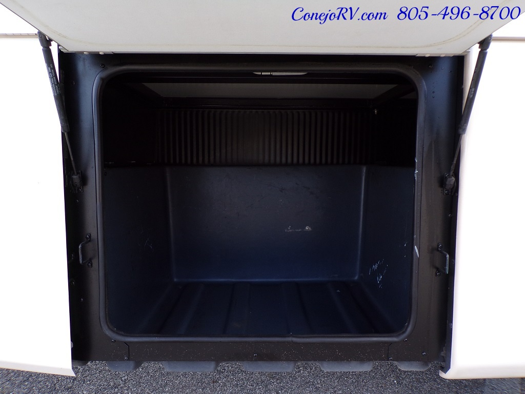 2005 Fleetwood Pace Arrow 37C Triple Slide - Photo 35 - Thousand Oaks, CA 91360
