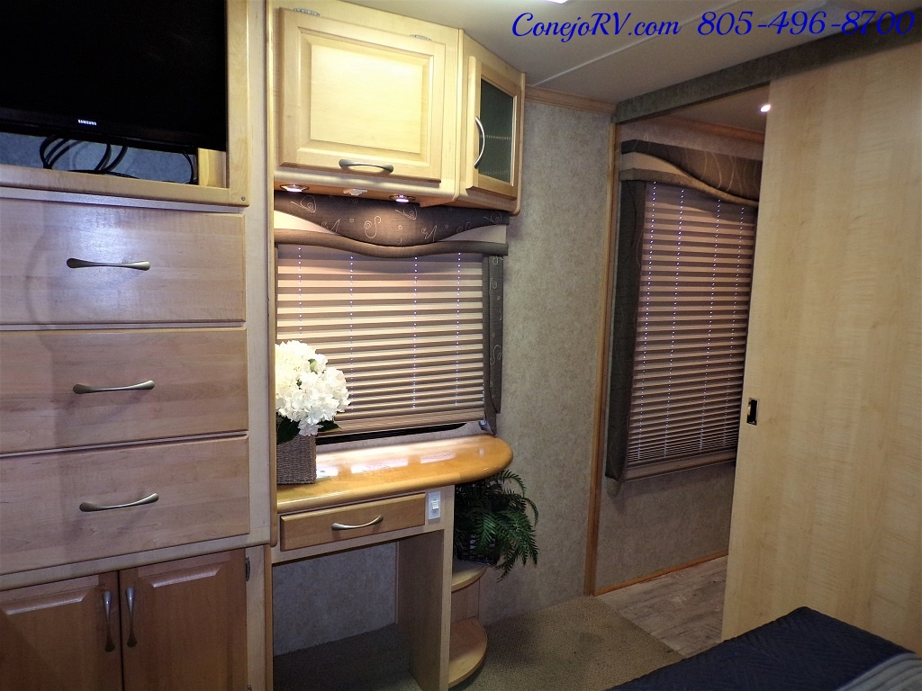 2005 Fleetwood Pace Arrow 37C Triple Slide - Photo 24 - Thousand Oaks, CA 91360