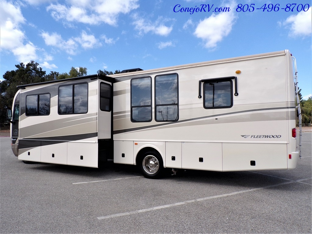 2005 Fleetwood Pace Arrow 37C Triple Slide - Photo 2 - Thousand Oaks, CA 91360