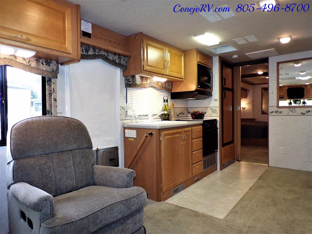 2001 Fleetwood Bounder 33R Double Slide Outs - Photo 7 - Thousand Oaks, CA 91360