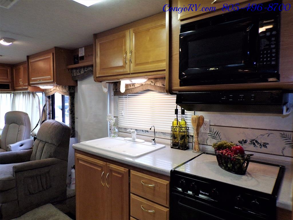 2001 Fleetwood Bounder 33R Double Slide Outs - Photo 16 - Thousand Oaks, CA 91360
