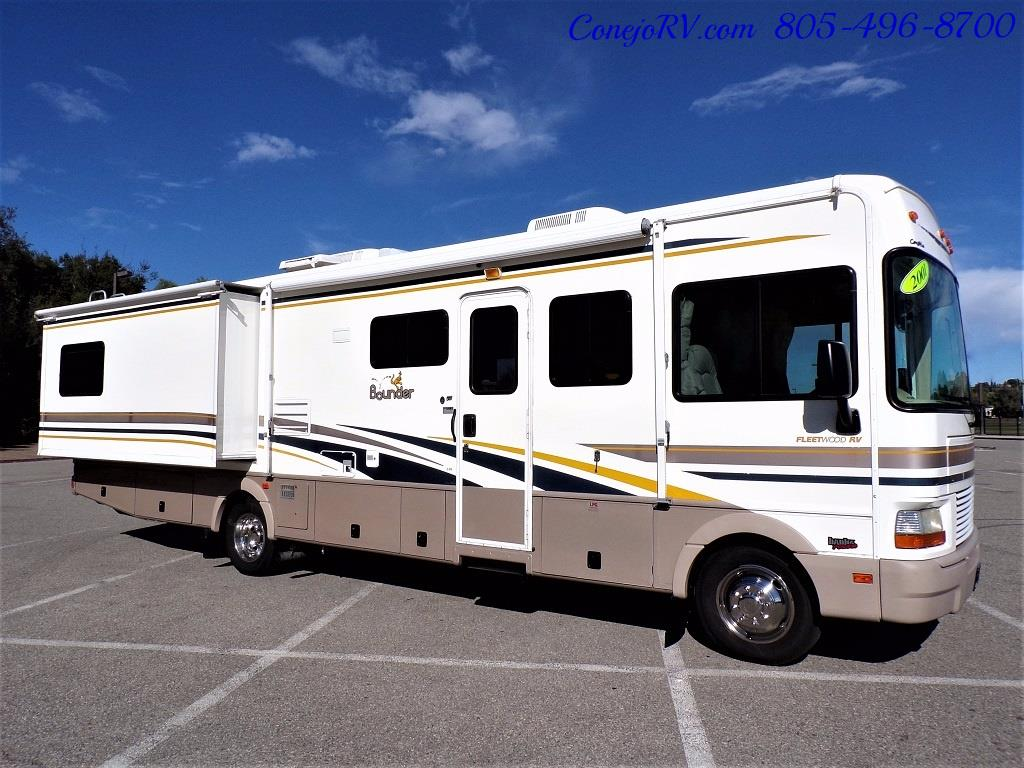 2001 Fleetwood Bounder 33R Double Slide Outs - Photo 3 - Thousand Oaks, CA 91360