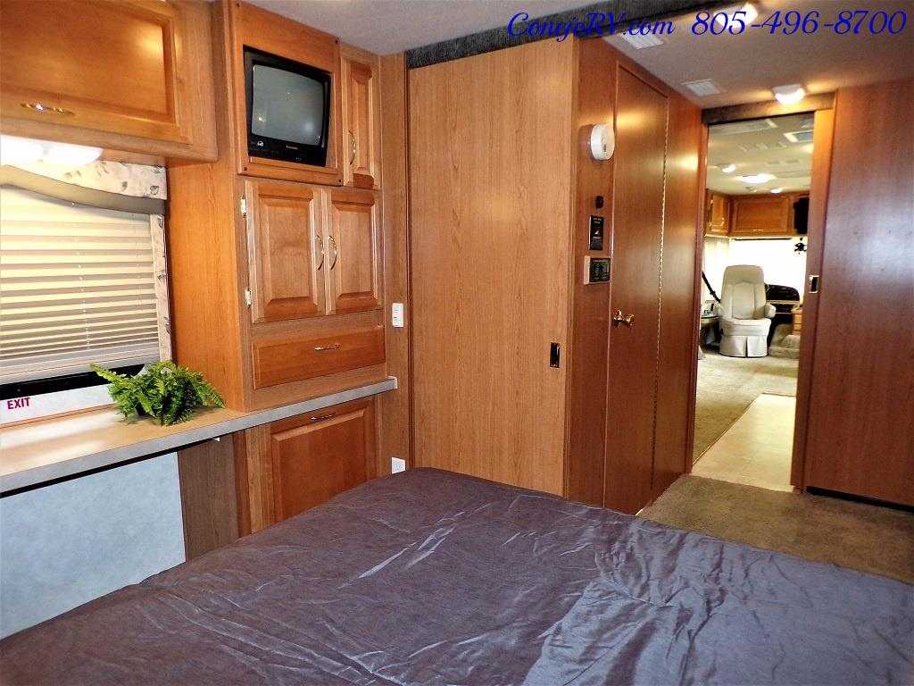 2001 Fleetwood Bounder 33R Double Slide Outs - Photo 24 - Thousand Oaks, CA 91360