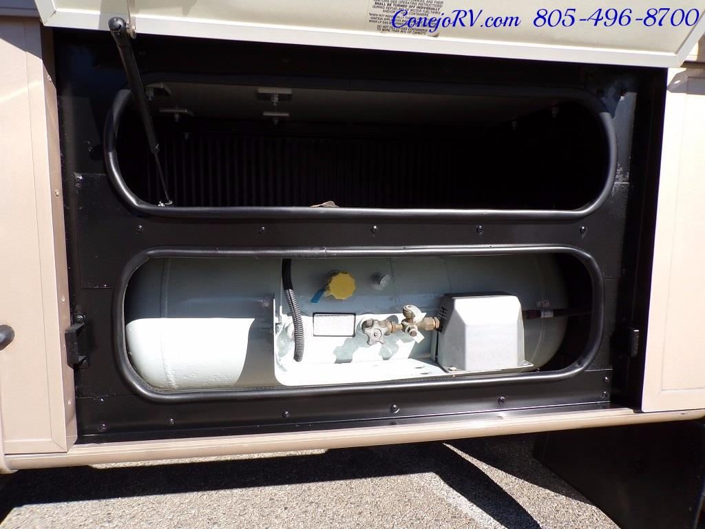 2001 Fleetwood Bounder 33R Double Slide Outs - Photo 31 - Thousand Oaks, CA 91360