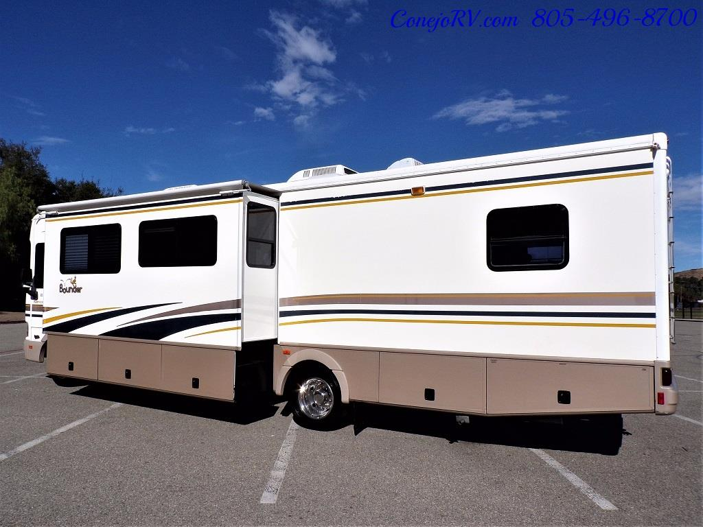 2001 Fleetwood Bounder 33R Double Slide Outs - Photo 2 - Thousand Oaks, CA 91360
