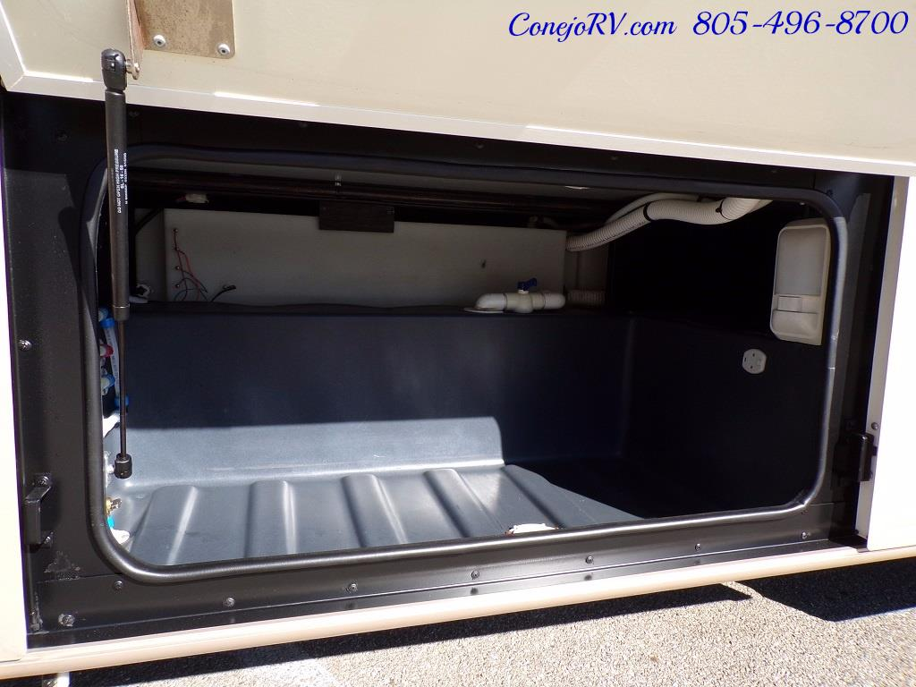 2001 Fleetwood Bounder 33R Double Slide Outs - Photo 33 - Thousand Oaks, CA 91360