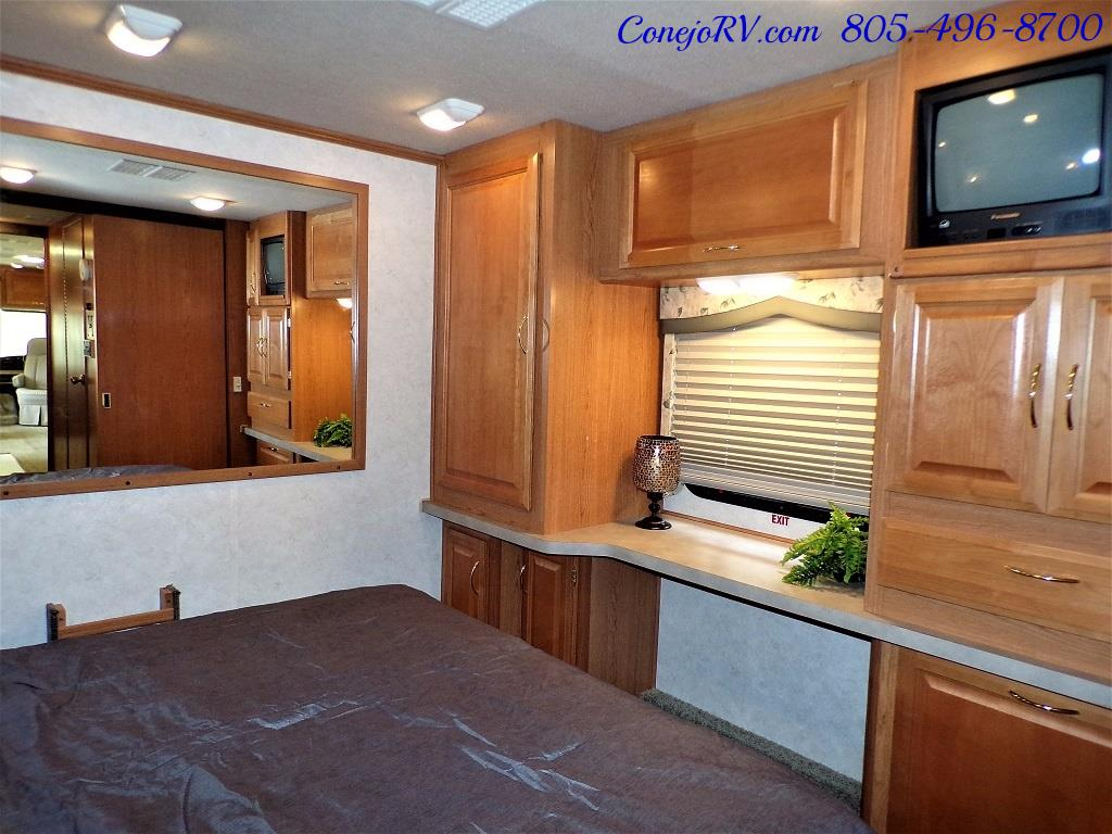 2001 Fleetwood Bounder 33R Double Slide Outs - Photo 22 - Thousand Oaks, CA 91360