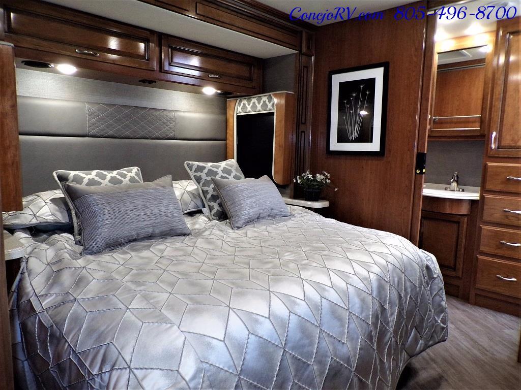 2018 Fleetwood Bounder LX 35K Bath and Half King Bed - Photo 22 - Thousand Oaks, CA 91360