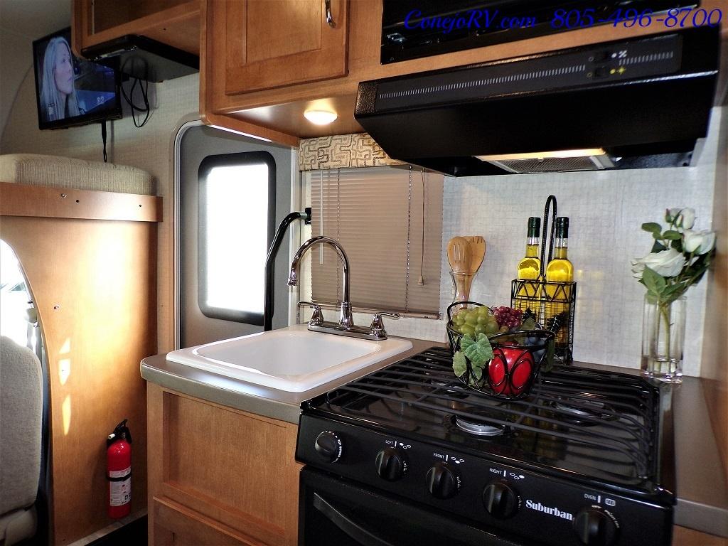 2017 Winnebago Minnie 22R Ford E-450 - Photo 12 - Thousand Oaks, CA 91360