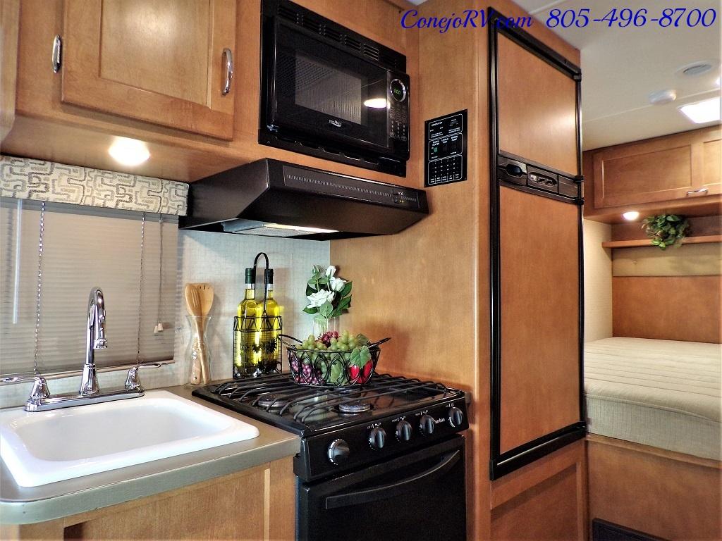 2017 Winnebago Minnie 22R Ford E-450 - Photo 10 - Thousand Oaks, CA 91360