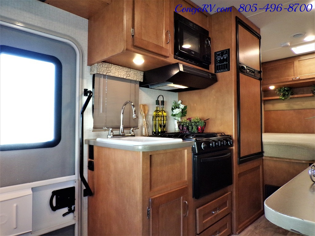 2017 Winnebago Minnie 22R Ford E-450 - Photo 7 - Thousand Oaks, CA 91360