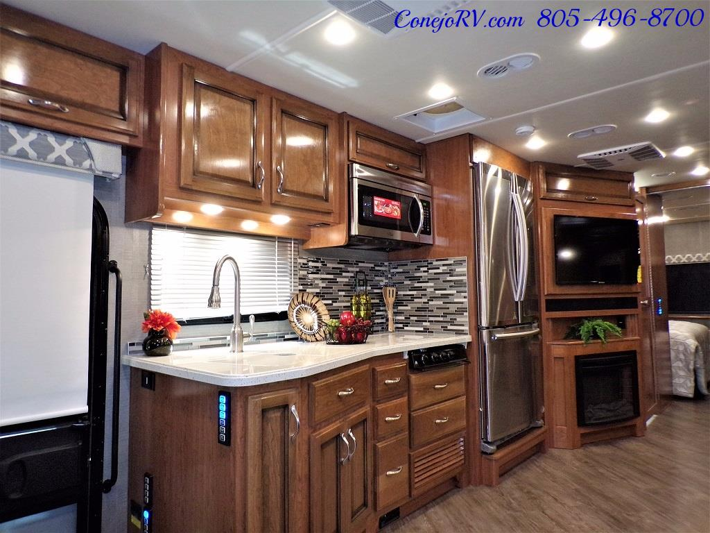 2018 Fleetwood Bounder LX 33C 2-Slide Big Chassis King Bed - Photo 9 - Thousand Oaks, CA 91360