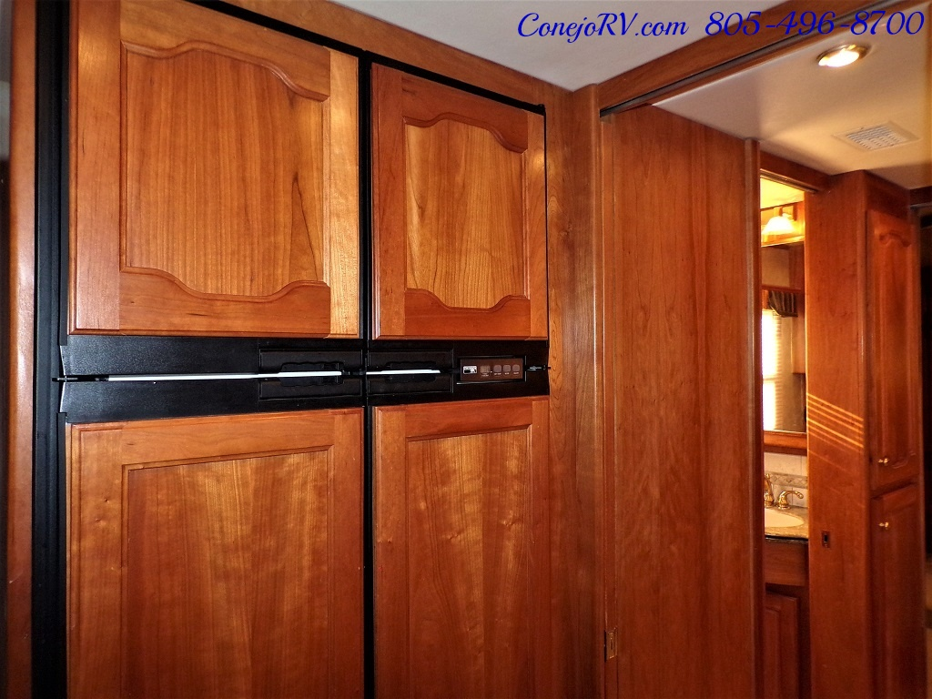 2006 Country Coach Intrigue 530 Ovation Quad Slide King Bed 525hp - Photo 17 - Thousand Oaks, CA 91360