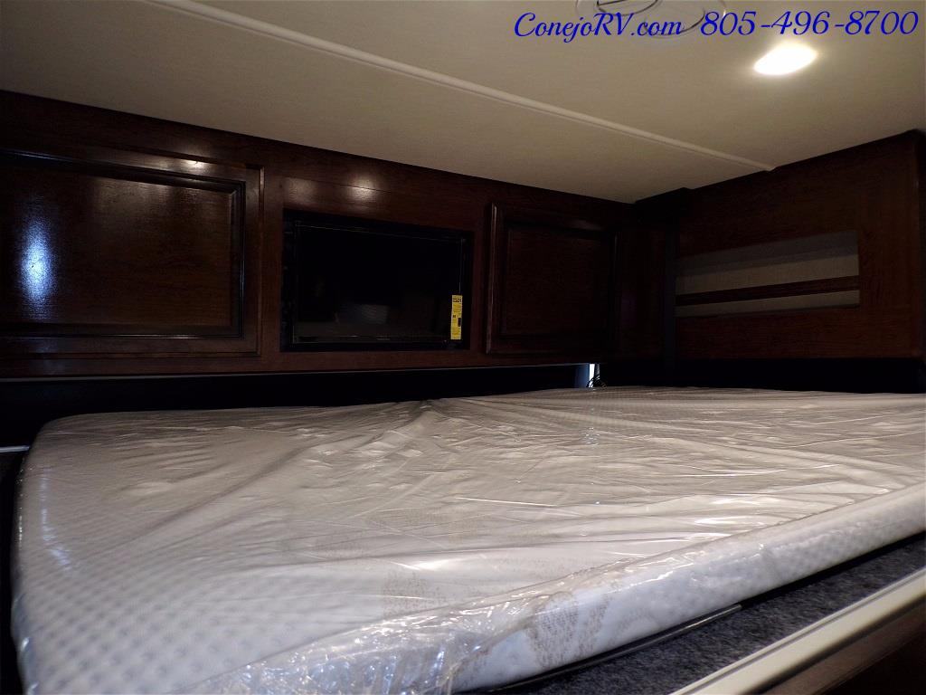 2018 Fleetwood Bounder LX 35K Bath and Half King Bed - Photo 33 - Thousand Oaks, CA 91360