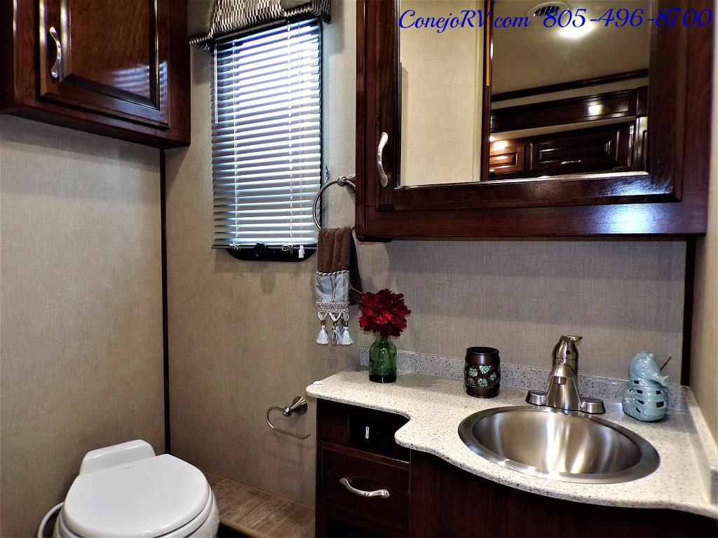 2018 Fleetwood Bounder LX 35K Bath and Half King Bed - Photo 21 - Thousand Oaks, CA 91360
