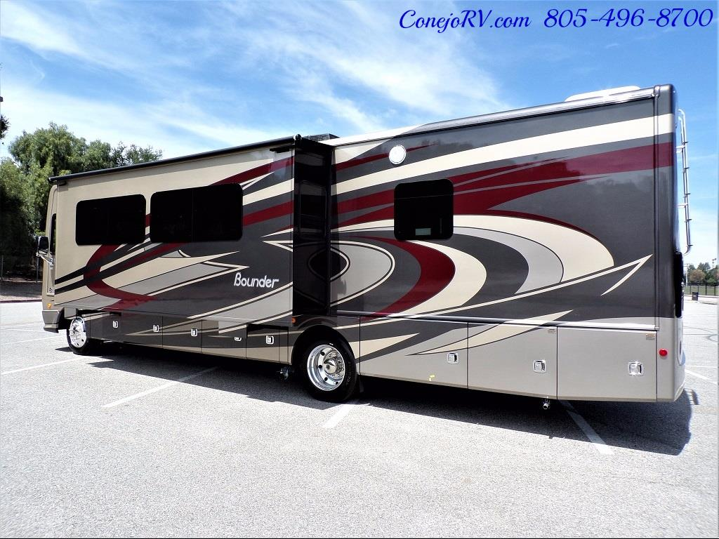 2018 Fleetwood Bounder LX 35K Bath and Half King Bed - Photo 4 - Thousand Oaks, CA 91360