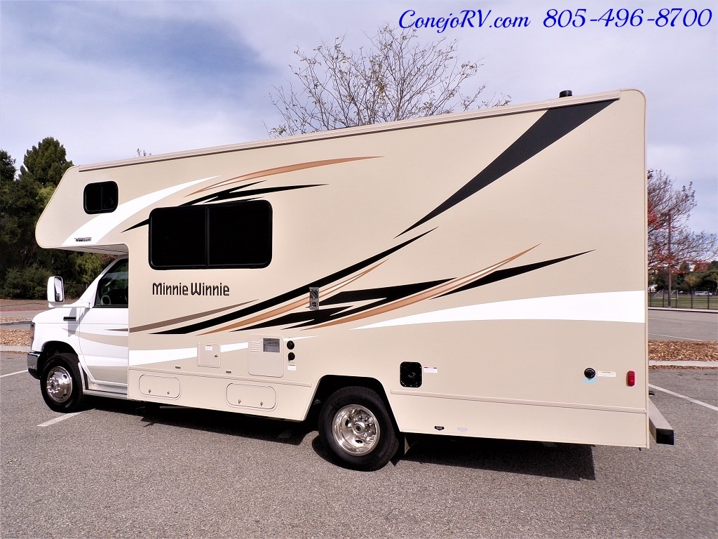 2017 Winnebago Minnie 22R Ford E-350 - Photo 2 - Thousand Oaks, CA 91360