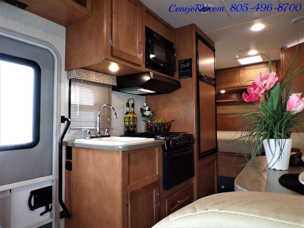 2017 Winnebago Minnie 22R Ford E-350 - Photo 7 - Thousand Oaks, CA 91360