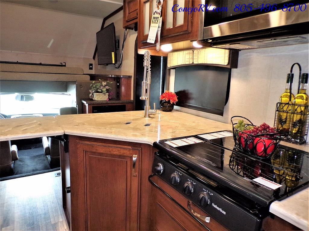 2018 Dynamax Isata 5 Series 36DS 4x4 Super-C King Bed DIESEL - Photo 17 - Thousand Oaks, CA 91360