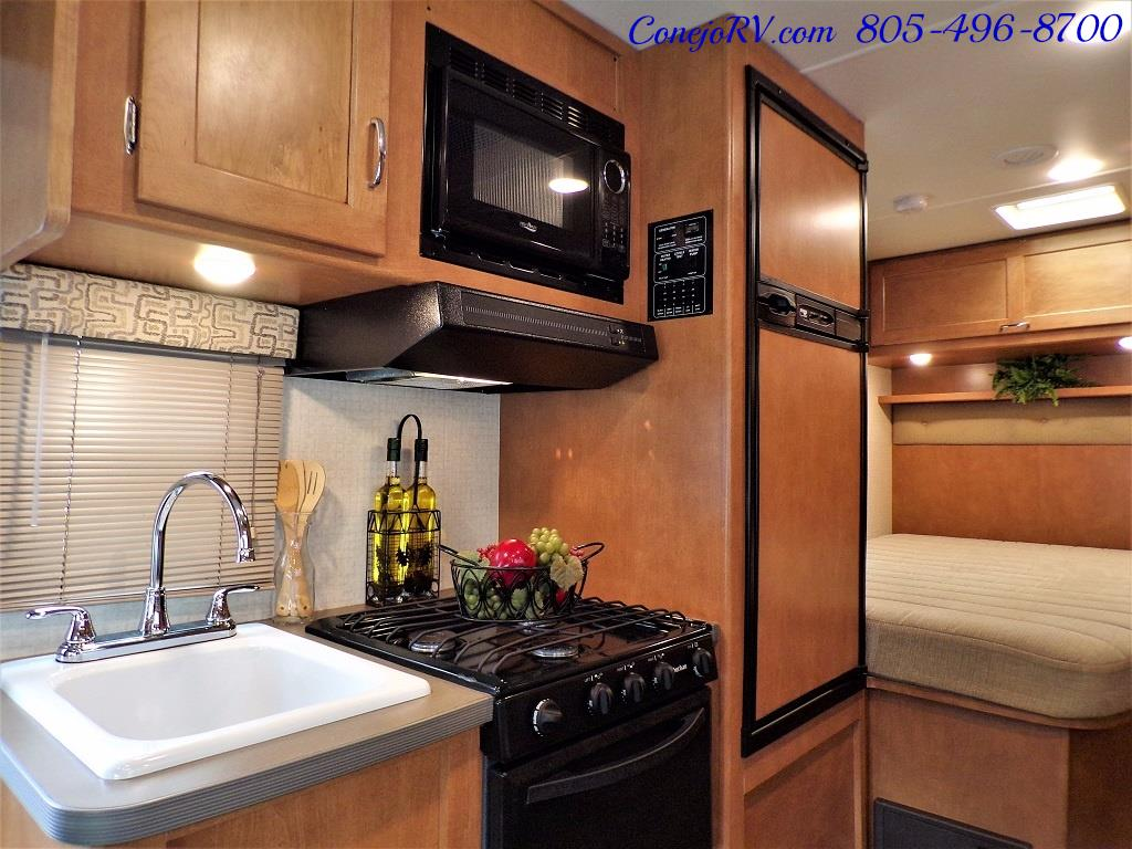 2017 Winnebago Minnie 22R Ford E-350 - Photo 10 - Thousand Oaks, CA 91360