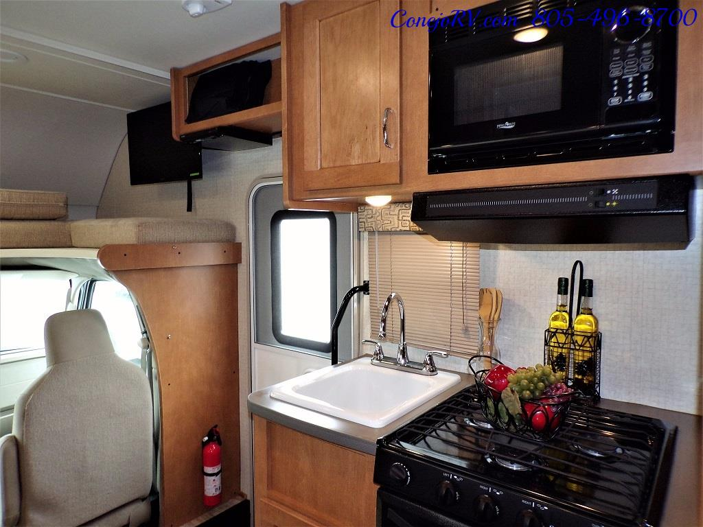 2017 Winnebago Minnie 22R Ford E-350 - Photo 12 - Thousand Oaks, CA 91360