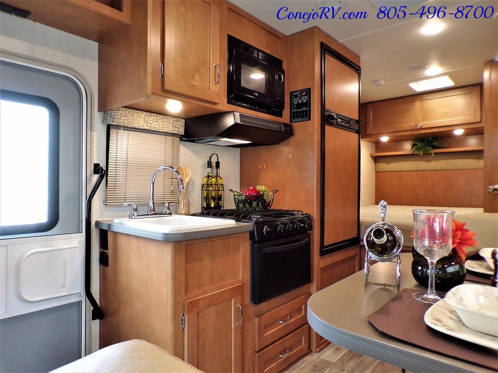 2017 Winnebago Minnie 22R Ford E-350 - Photo 7 - Thousand Oaks, CA 91360