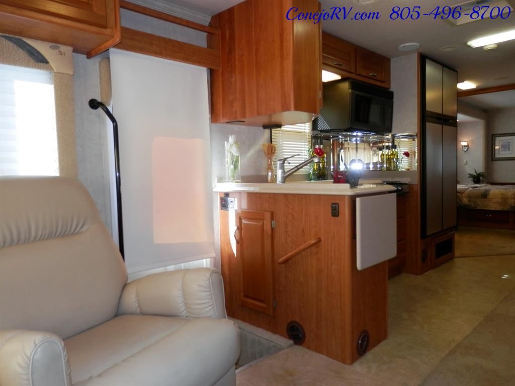 2005 National Dolphin 5340 2-Slide Big Chassis 30k Miles - Photo 7 - Thousand Oaks, CA 91360