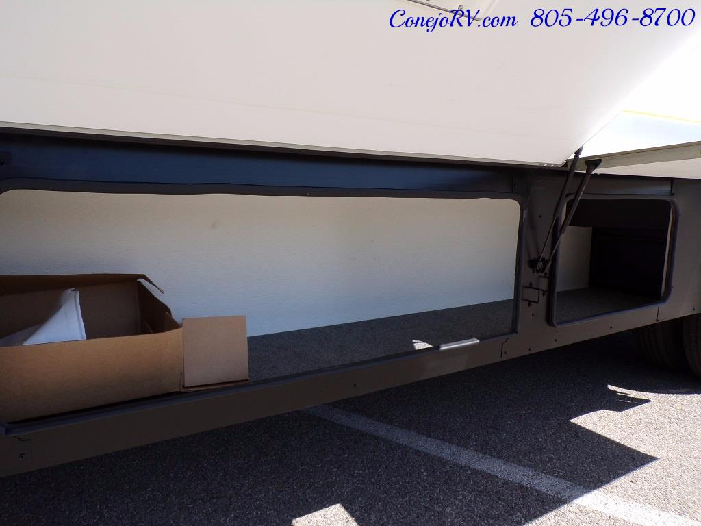 2006 Fleetwood Bounder 34F Triple Slide - Photo 37 - Thousand Oaks, CA 91360