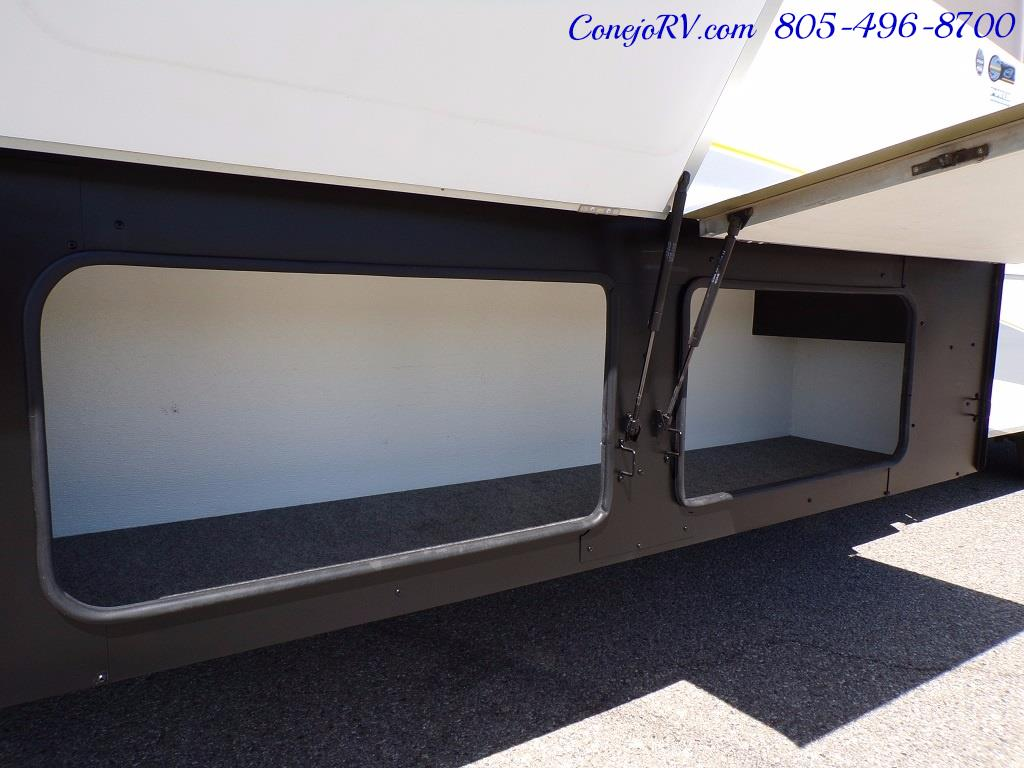 2006 Fleetwood Bounder 34F Triple Slide - Photo 33 - Thousand Oaks, CA 91360