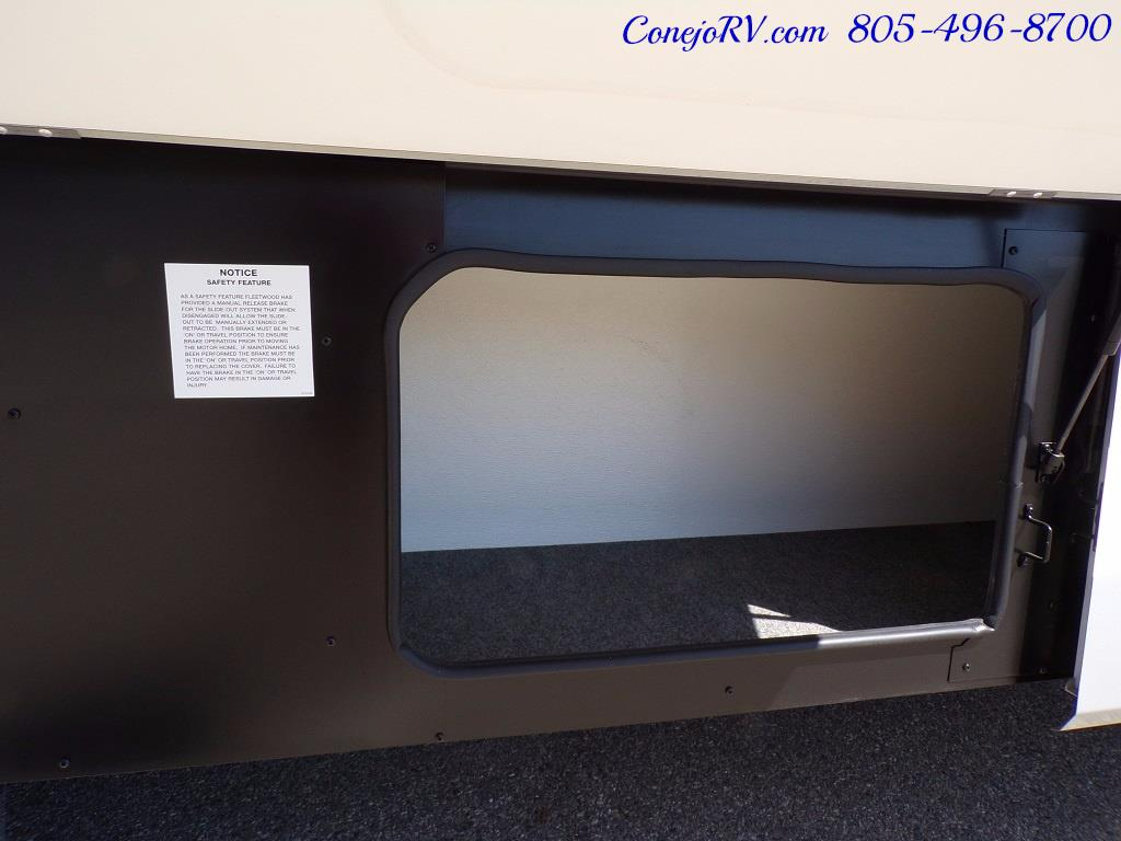 2006 Fleetwood Bounder 34F Triple Slide - Photo 38 - Thousand Oaks, CA 91360