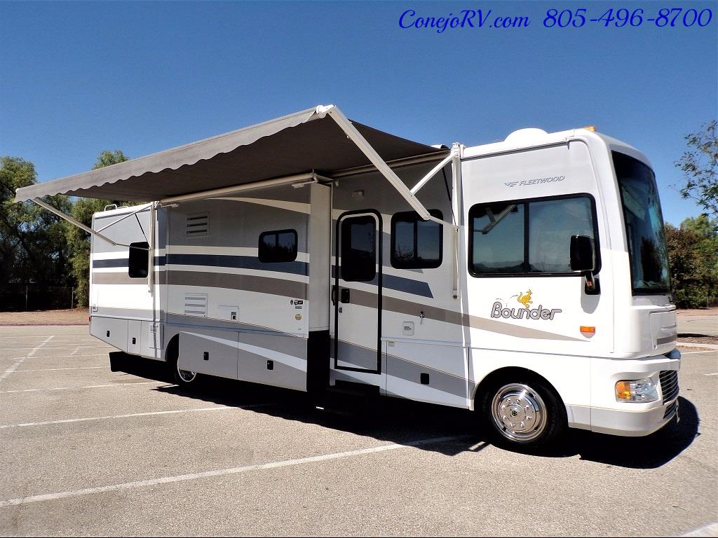 2006 Fleetwood Bounder 34F Triple Slide - Photo 39 - Thousand Oaks, CA 91360