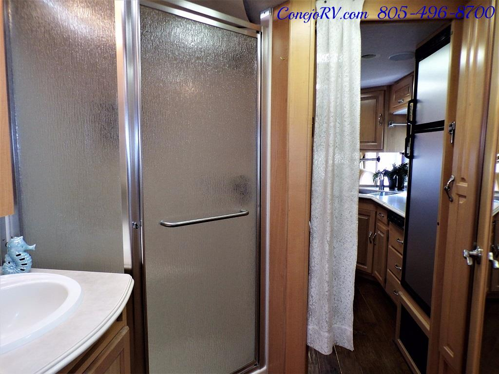 2005 National Dolphin 5320 Double Slide - Photo 25 - Thousand Oaks, CA 91360