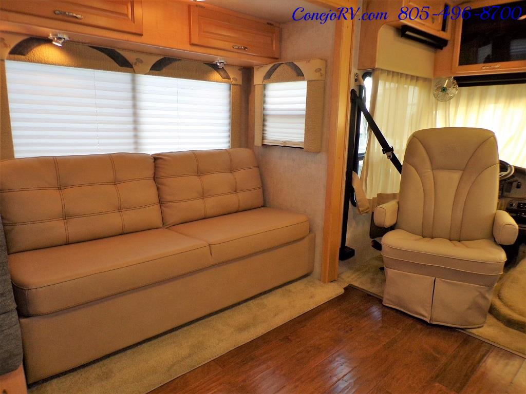 2005 National Dolphin 5320 Double Slide - Photo 8 - Thousand Oaks, CA 91360