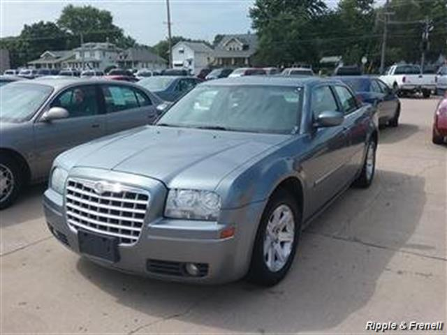 2006 Chrysler 300 Series Touring - Photo 1 - Davenport, IA 52802