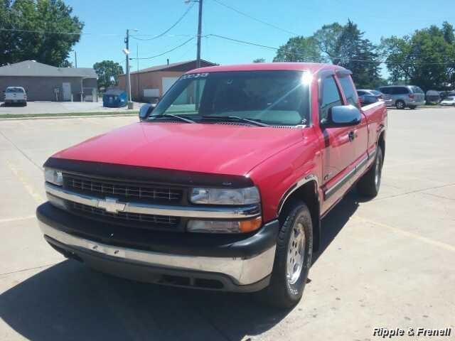 2000 Chevrolet Silverado 1500 LS 3dr LS - Photo 1 - Davenport, IA 52802