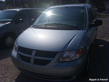 2006 Dodge Caravan SXT - Photo 1 - Davenport, IA 52802